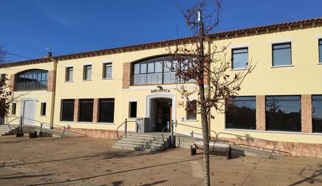 Façana de la biblioteca pública Sant Bartomeu d'Alpicat.