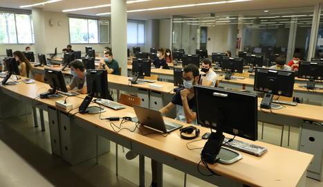 Alumnes a la UdL a començaments de curs, quan la docència podia ser presencial.