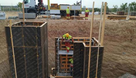 Els treballs de construcció d'una depuradora a Torre-serona.