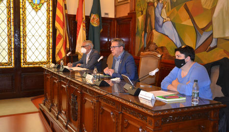 El president de la Diputació, Joan Talarn, amb els vicepresidents, durant el ple ordinari de novembre.