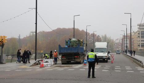 Els treballs de reparació de la calçada van començar a primera hora i van acabar cap a les 13.30 hores.
