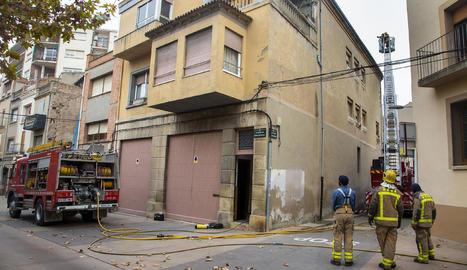 El foc es va produir en una casa de l'avinguda Raval del Carme.