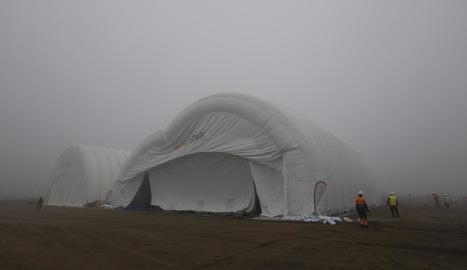 El segon hangar inflable a l'aeroport d'Alguaire.