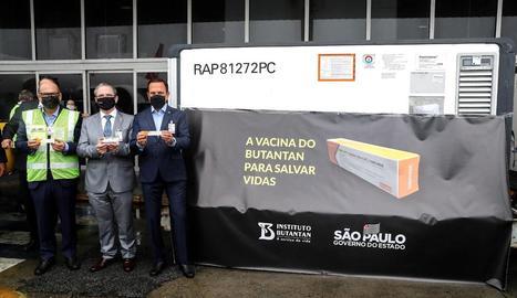 El Brasil va rebre ahir el primer lot de la vacuna xinesa per a proves en plena acceleració de la Covid-19.
