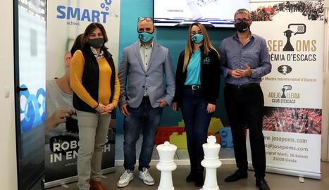 Els impulsors d'aquest innovador projecte d'escacs i robòtica.
