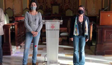 Les guanyadores del 37è Premi d'assaig Josep Vallverdú i el 25è Premi de poesia Màrius Torres, Lourdes Toledo i Meritxell Cucurella-Jorba.