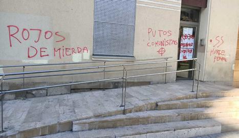 Apareixen pintades feixistes al monument a Companys de Lleida i al local social de l'Escorxador