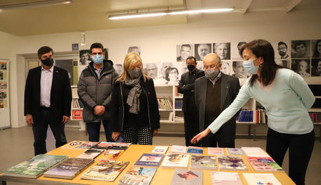La consellera de Cultura, Àngels Ponsa, a la seu de Pagès Editors en el trentè aniversari de l'editorial.