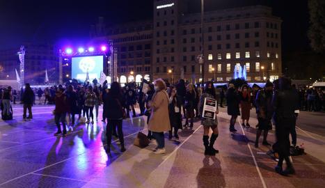Protesta a la plaça Catalunya del sector del lleure nocturn per reclamar la reactivació del sector, ahir.