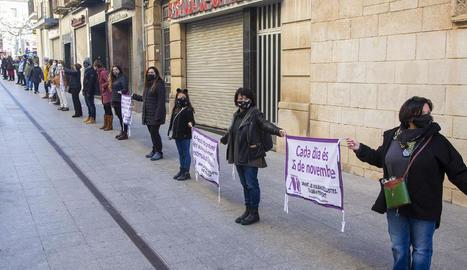 Un grup de dones en la protesta de Barcelona.