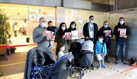Les famílies van entregar 1.222 firmes contra la pujada de quotes.