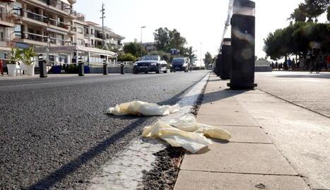 Imatge de la zona del passeig marítim de Cambrils on la policia va abatre els terroristes.
