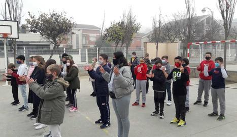 L'escola Enric Farreny de Lleida homenatja Pau Donés en el Dia de la Música