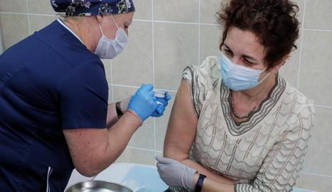 La vacuna, que avui està en proves, serà la número 15 en el pla de vacunació estatal.