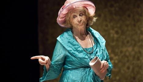 Montserrat Carulla, en el seu últim paper teatral a l'obra 'Iaia!', amb què va deixar l'escena el 2014.