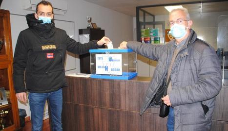 El CFJ Mollerussa ha instal·lat una urna per recaptar diners per a la família de Julià Fortuny.