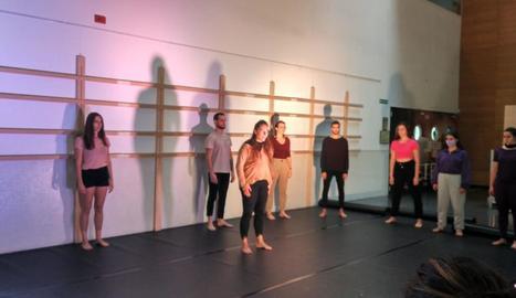Un moment de la 'performance' que va tenir lloc ahir al campus de Cappont.