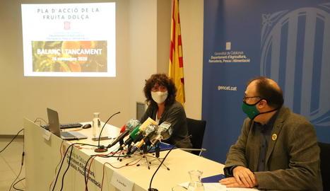 Teresa Jordà i Carmel Mòdol, en la presentació del balanç del pla d'acció de la fruita dolça.