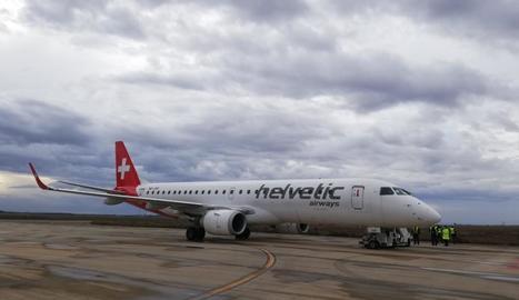 Un avió d'una aerolínia suïssa estaciona a Alguaire, i ja són catorze