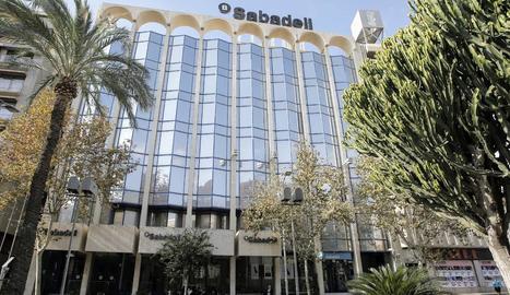 Imatge d'arxiu de la seu de Banc Sabadell, a les antigues instal·lacions de la CAM, a Alacant.