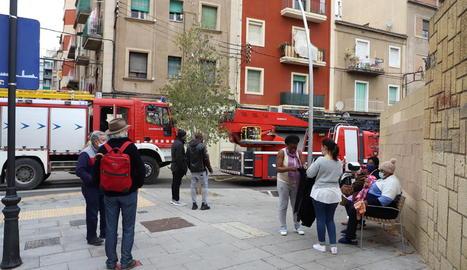 El foc es va produir en un pis del número 24 del carrer Bonaire.