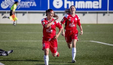 Les lleidatanes celebren un gol en la victòria davant del líder.