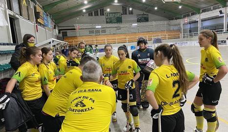 Les jugadores del Vila-sana, ahir durant un temps mort.