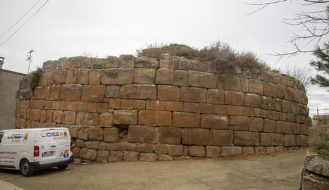 Imatge de la torre circular romana de Castellnou, que l'ajuntament vol fer visitable.