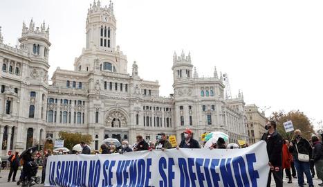 Manifestació en defensa de la sanitat pública, ahir, al centre de Madrid.