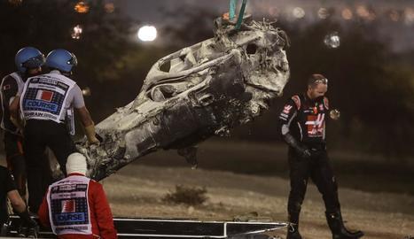 El monoplaça del francès Romain Grosjean va quedar calcinat i reduït a ferralla.