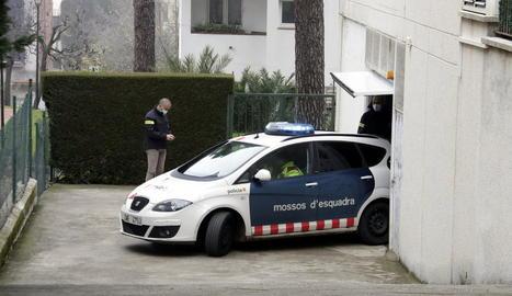 Els Mossos van detenir una companya de feina de la víctima.