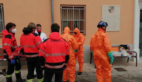 Bombers van anar diumenge a desinfectar el centre.