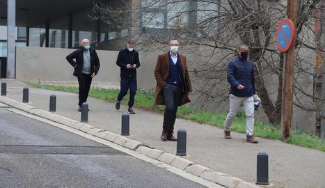 Quatre dels cinc agents de la Policia Nacional que van declarar ahir als jutjats de Lleida.
