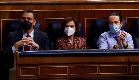 Pedro Sánchez, Carmen Calvo i Pablo Iglesias, en un dels últims plens del Congrés.