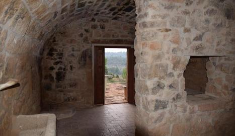 Interior de la cabana de volta de Torrebesses que s'ha reconvertit per al turisme.