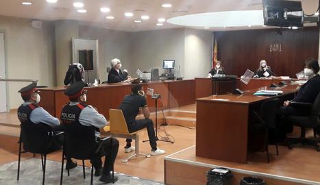 El condemnat, ahir durant la celebració del judici a l'Audiència de Lleida.