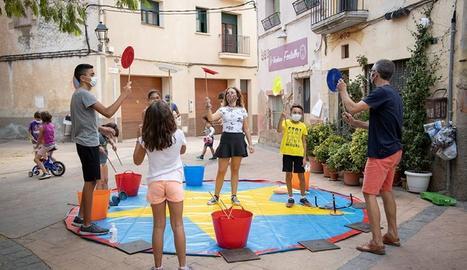 Taller de circ amb la Circoteca de la companyia Passabarret programat a Ulldemolins el passat mes de setembre.