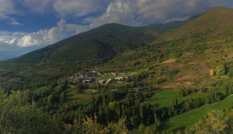 terra roja. Una de les característiques de la vall de Siarb és el seu cromatisme singular.