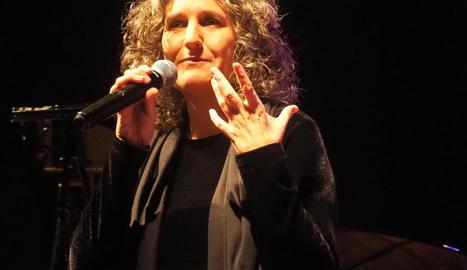La cantant lleidatana, durant el concert a l'Espai Orfeó.