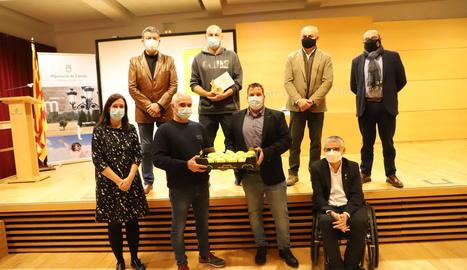 Representants de Miralcamp Fruits, de l'IRTA, de JARC i de la Diputació, ahir a l'acabar l'acte.