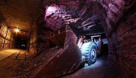 història. Restes del món miner entre la Granja d'Escarp i Mequinensa.