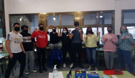 Jan, John, Joel, Sascha, Laura, Guillem, Laia, Amandeep i Alèxia celebren el seu segon lloc a la prova 'Problemes a l'esprint'.