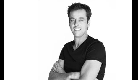 Carlos Mencía, expert en models de negocis digitals, tècnic informàtic, arquitecte interior i MBA. Amb estudis a les principals universitats del món com London School of Economics i IESE.