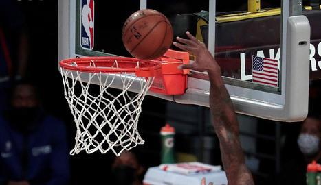 Marc no va tenir una bona estrena oficial amb la samarreta dels Lakers.