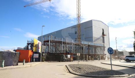 Les obres per construir un nou edifici per a l'hospital Arnau de Vilanova avancen a bon ritme. Està previst que inicialment aculli els pacients amb coronavirus.