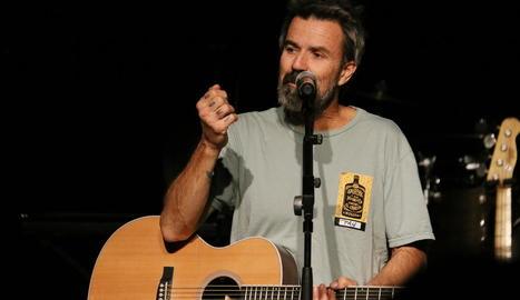 Pau Donés, durant un concert amb Jarabe de Palo el 2019.