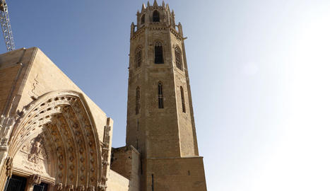 La restauració de la Porta dels Apòstols i el campanar de la Seu Vella no va acusar la pandèmia.