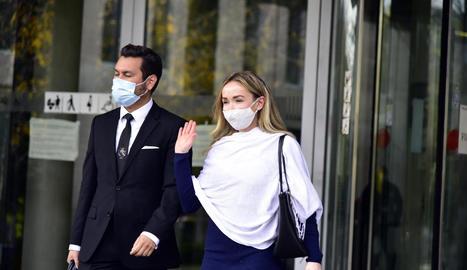 Imatge de l'exdona de Josep Maria Mainat amb el seu advocat.