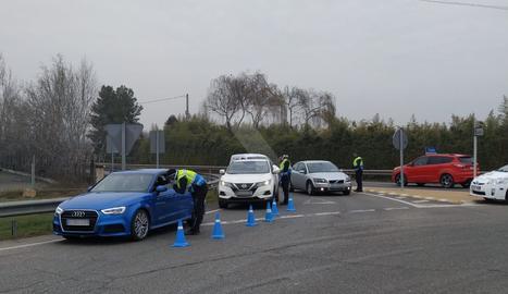 Un control de la Guàrdia Urbana de Lleida aquest dijous al matí a l'entrada a la ciutat des de la C-12.