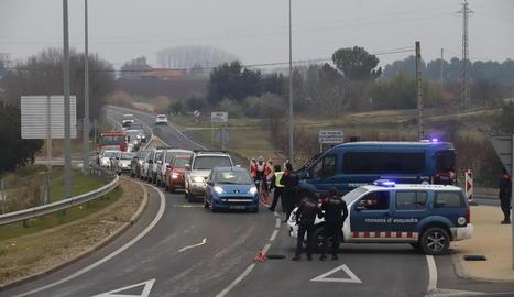 Control dels Mossos ahir a la tarda a l'N-230 a la sortida de Lleida cap a Torrefarrera.